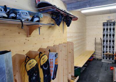 Chalet Ibex - Ski-room in garage